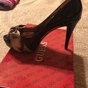 Shoes - Guess peep toe pump
